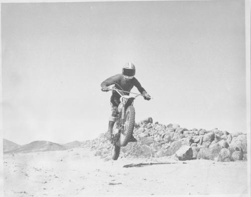 paul riding desert 1973 004